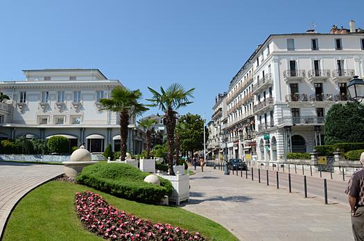 Villa marmillons location d 39 appartements meubl s aix for Piscine aix les bain
